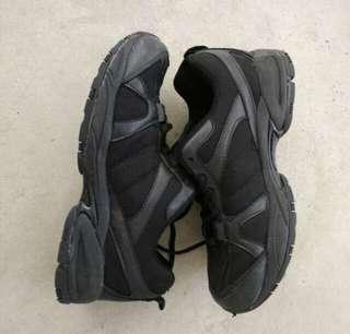 🚚 Black Shoes
