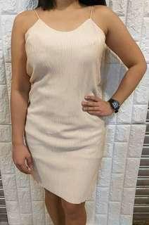 ELECTRIC PLEATED DRESS.. FREE SMALL TO LARGE FRAME 140 ONLY..  👉👉👉PLEASE VISIT YURIS CLOSET👈👈 For more affordable and good quality products ✔we accept resellers ✔all in one shop ✔direct and legit since 2012..