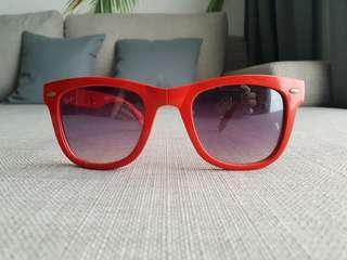 Red Rayban Foldable Wayfarers Shades/Sunnies/Sunglasses