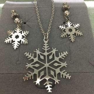 Christmas Themed Necklace Set & Brooch