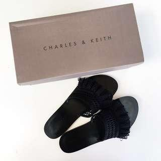 CHARLES AND KEITH SLIPPER