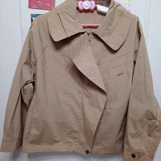 (任2件1千)國外帶回 專櫃 卡色風衣 短版外套 工裝外套