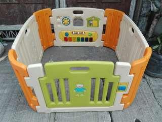 Playpen with 4 panels 4 corners, play yard or play pen