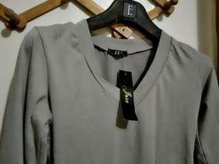灰色小v領內搭衣 f 滿百出貨