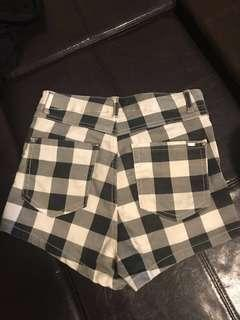 Shorts checkered size 25/26