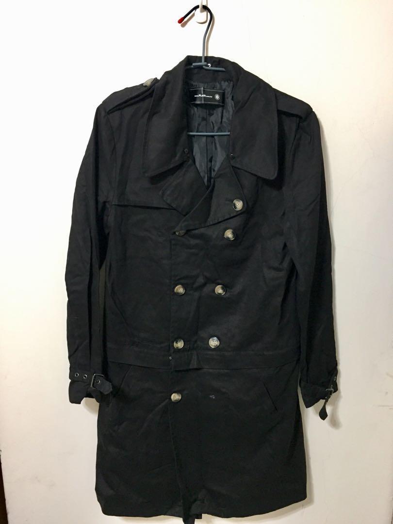 老闆瘋了!大衣便宜賣!原價2000,現在一件只要200元,要搶要快喔~