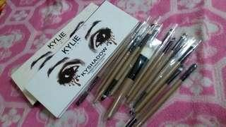 15pcs MakeUp Brush + Kylie Kyshadow