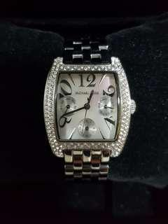 Michael Kors watch for ladies with stainless steel bracelet and diamond bezel!