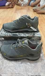 Sepatu north face SURROUND