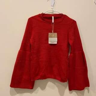 🚚 紅色喇叭袖毛衣