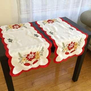 Christmas Table Runner Set of 4 - Brand New