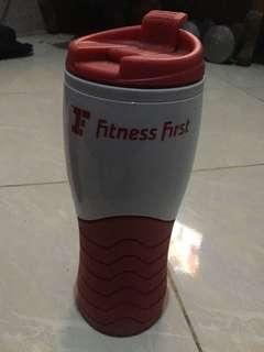 Tempat minum Fitnes First