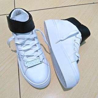 NEW Sneakers Putih