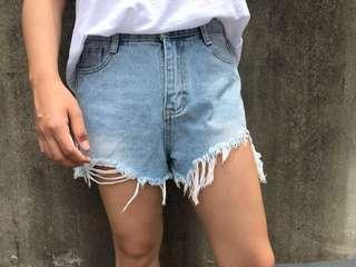 🚚 全新 超顯瘦 刷破 牛仔短褲 L