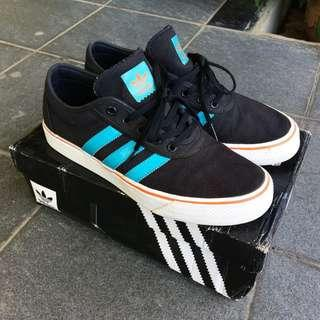 Adidad Adiease Black/Energy Blue