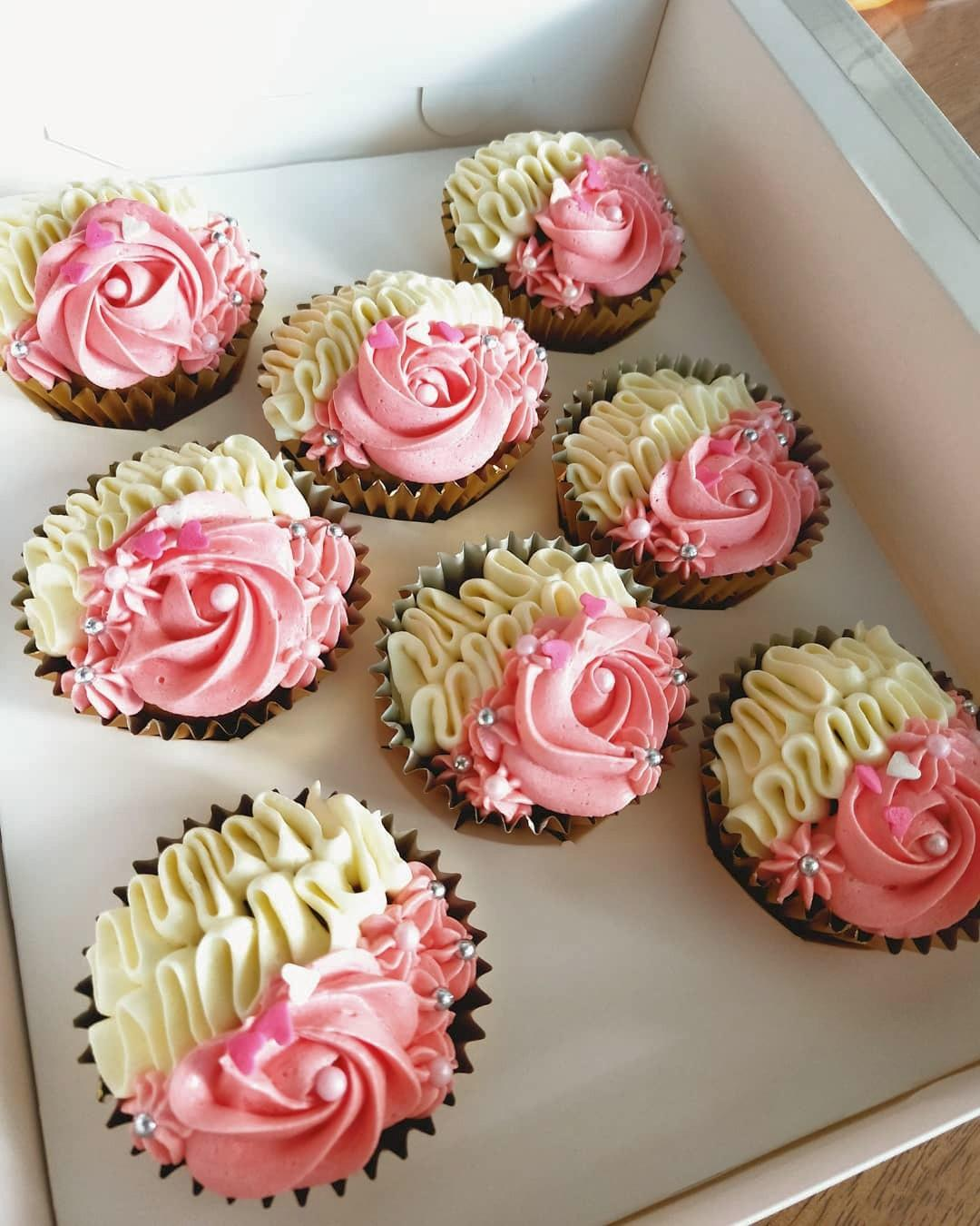 Offer 16 Pretty Cup Cakes Food Drinks Baked Goods On