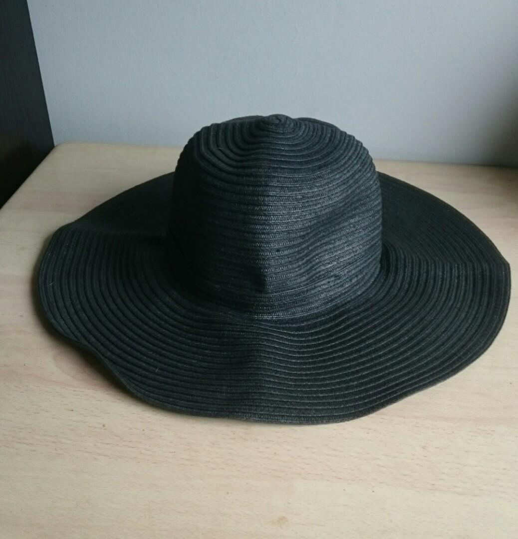 de567bad UNIQLO Wide Brim Straw Hat, Women's Fashion, Accessories, Caps ...