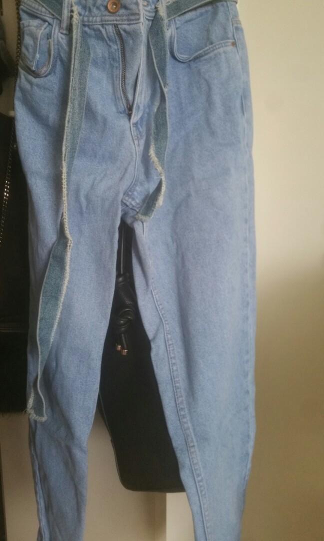 Zara High waist Mom Jeans size 6