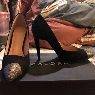 ZALORA 超美黑色麂皮絨布金屬頭特殊跟高跟鞋