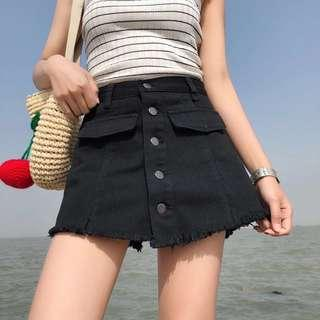 S M L black/white shorts