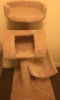 Homemade cat condo scratching post