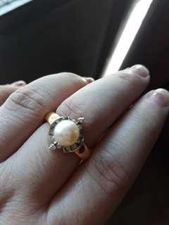 14k gold with pearls and diamonds ring