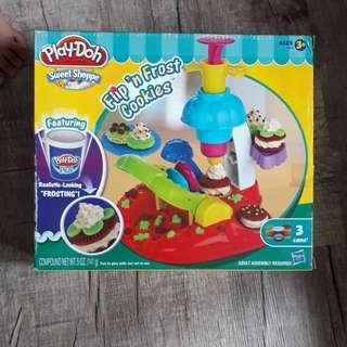 Brand new Play-Doh sweet shoppe set