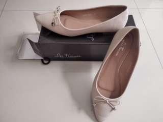 Les Femmes Flat Shoes