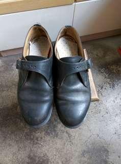 DR MARTENS 男款黑皮鞋 8号半