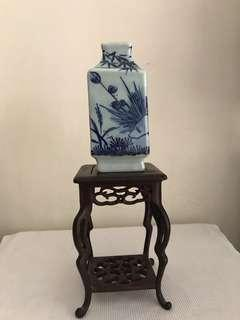A fine blue and white Porcelain square floral vase