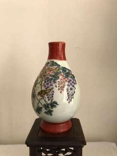A fine Porcelain Twin Bird vase-good condition
