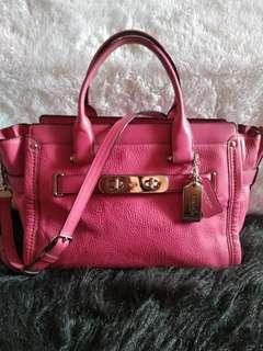 Coach Swagger pebble Carryall Dahlia pink
