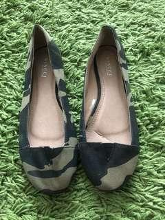 Camouflage flat shoes