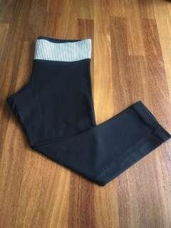 Size M lululemon 3/4 legging tight