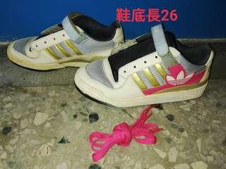 🚚 Adidas女球鞋26號