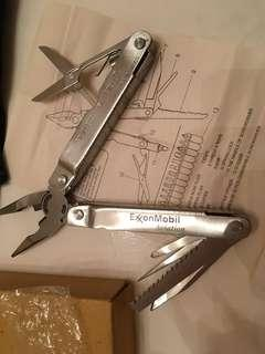 Brand new Multi-tools Pocket Tools Piers & Knife with carrying pouch 全新萬用摺鉗、刀、剪  等25功能 連尼龍套 說明書