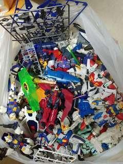 Gundam 零件ㄧ堆
