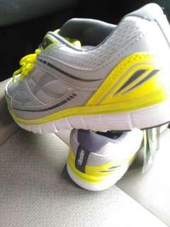 NEW!!!  Sneakers running
