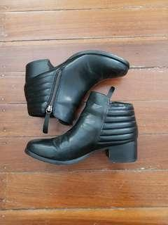 Spurr Ankle Boots Size 8/39