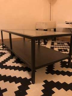 Sturdy almost-new coffee table 咖啡桌