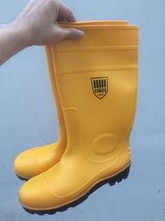 Safety shoes boots