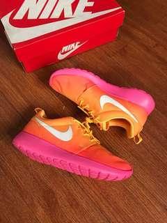 Wmns Nike Rosherun atomic mango