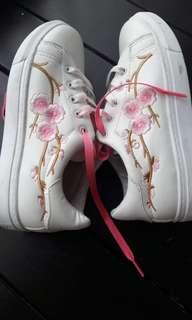 Embroidery Sneaker