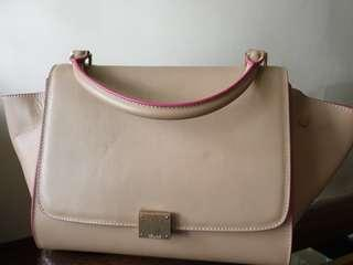 SALE!! Celine Trapeze Medium Tan/ Sakura piping from 6800
