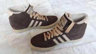 Authentic Adidas Dakota sneakers