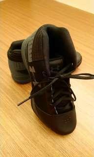 🚚 UA 黑球鞋