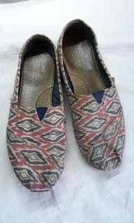 Toms Pink Tribal Print shoes