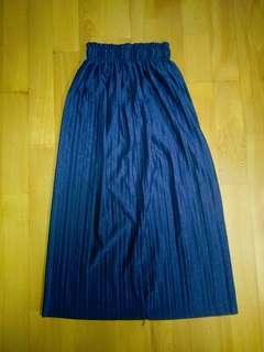 🚚 金屬感深藍百摺裙