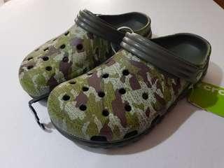 crocs unisex duet max camo clog
