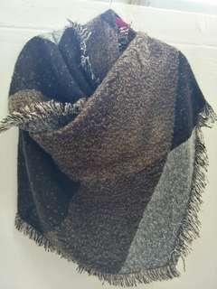 🚚 Brown black winter shawl (instock)